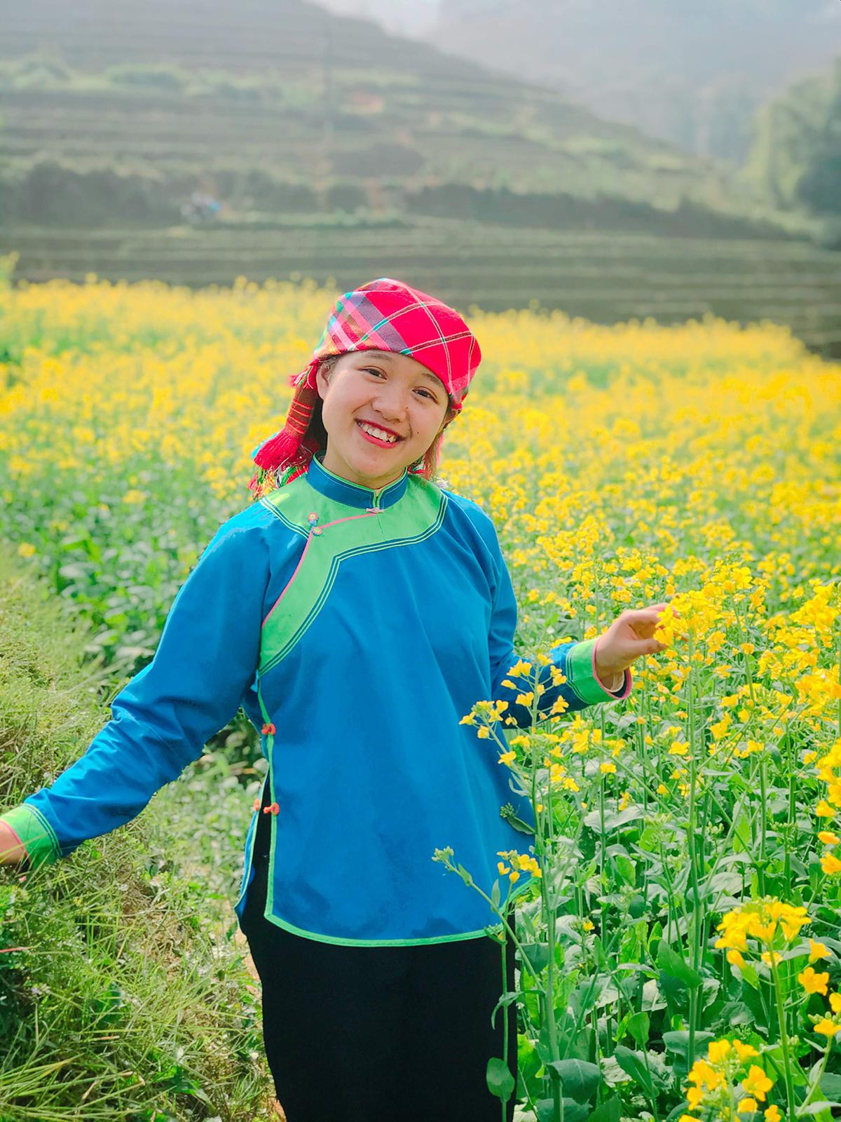 Vũ Thị Ngọc Hướng trong trang phục dân tộc Giáy. Ảnh: NVCC