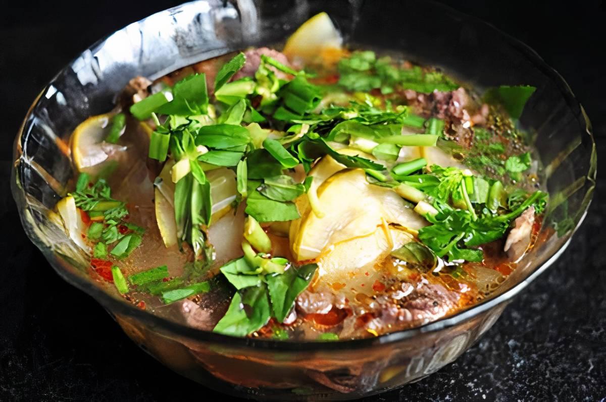 Bên cạnh món lẩu quen thuộc, thịt cá lăng cũng có thể được chế biến thành các món kho, món canh. Ảnh: Vntrip