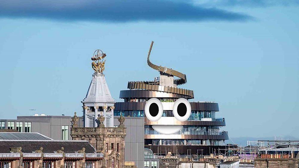 Công trình được người dân ký vào bản kiến nghị thêm hai con mắt để giống biểu tượng cục phân hoàn toàn, tạo niềm vui khi nhìn vào. Ảnh: Golden Turd Hotel/Twitter
