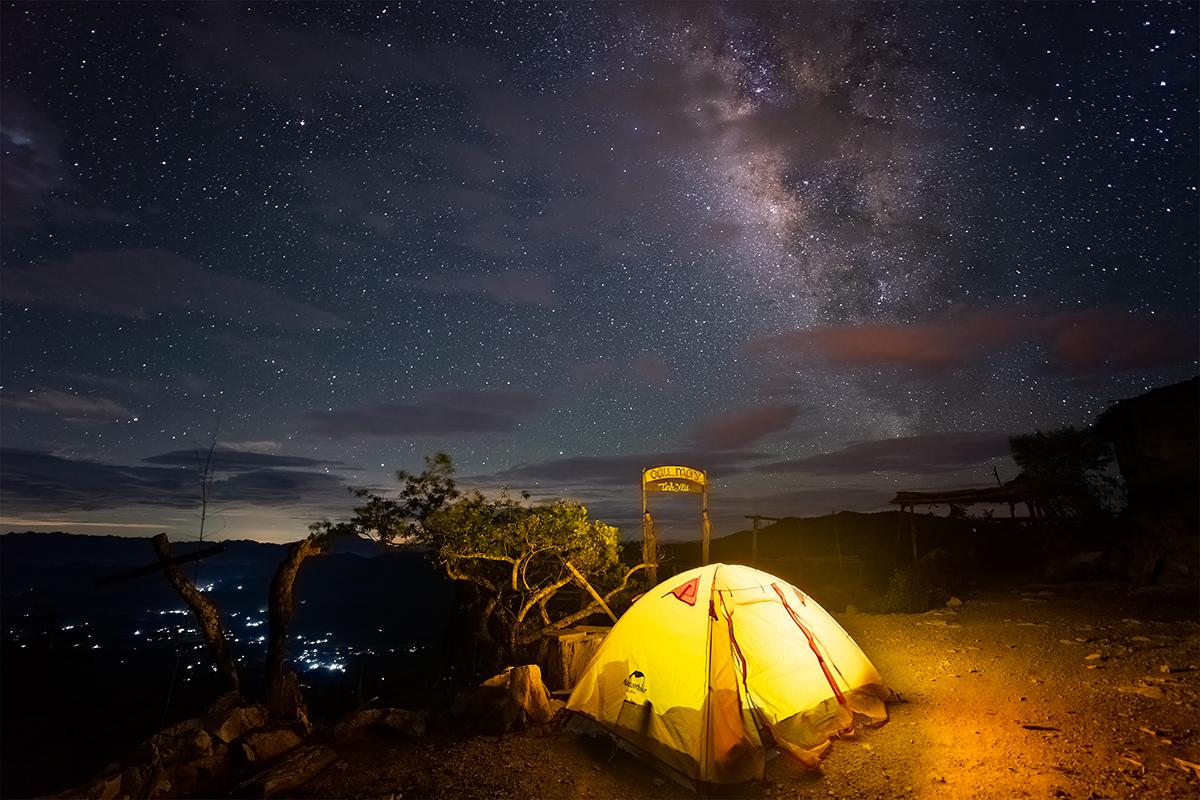 Chiếc lều trại của Linh trên thung lũng Hang Kia hoang vắng, yên tĩnh vào ban đêm. Ảnh: Trần Văn Linh