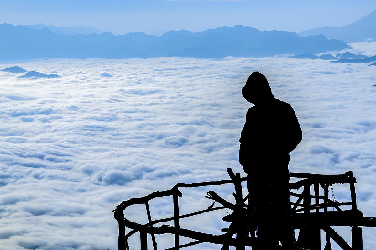 Hang Kia - Pà Cò hùng vỹ vào sáng sớm, là một điểm săn mây nổi tiếng. Ảnh: Trần Văn Linh