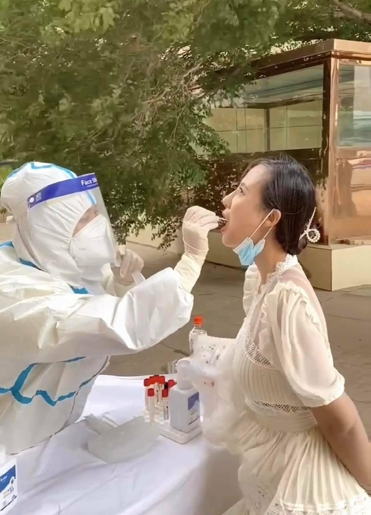 Dịch bệnh được kiểm soát rất chặt chẽ, ở Tân Cương di chuyển bất kỳ huyện, thành phố nào đều phải xét nghiệm Covid-19.