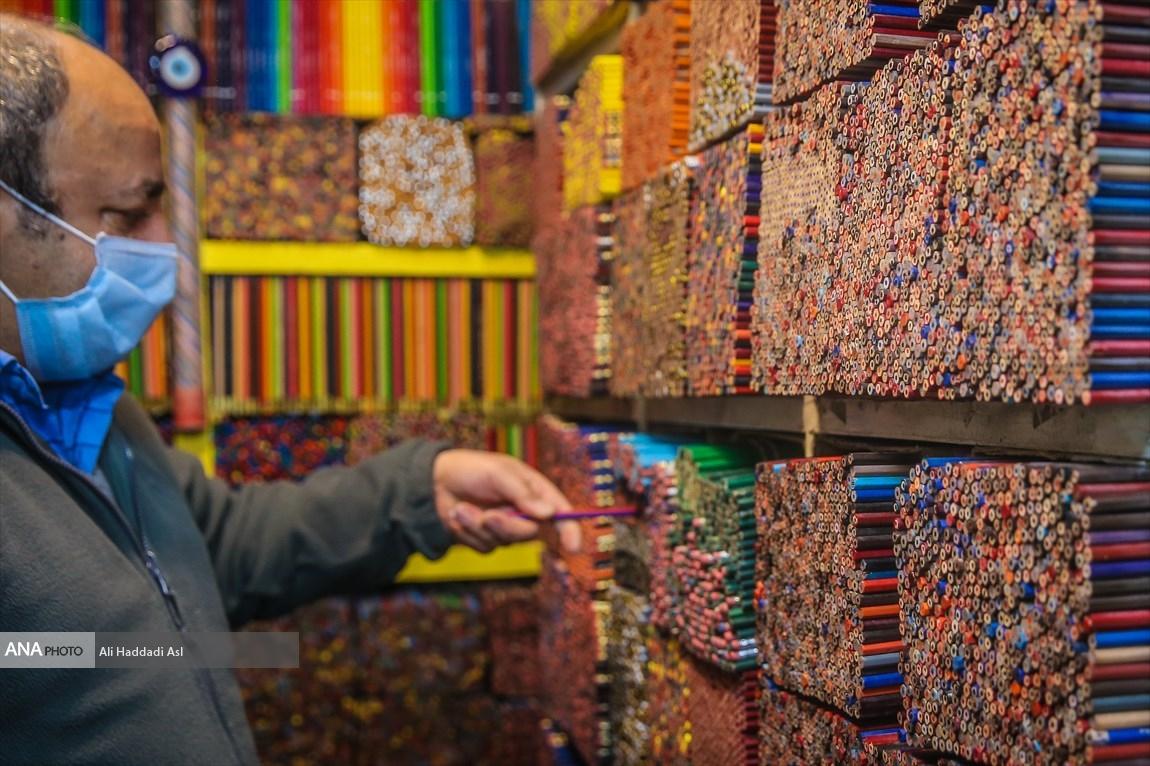 Chỉ có ông Rafi là người có thể tìm ra màu bút mà khách cần tìm trong hàng ngàn cây bút chì màu này. Ảnh: Ali Haddadi Asl/Ana