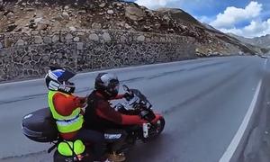 Con trai chở mẹ đi phượt Trung Quốc 31 ngày bằng xe máy