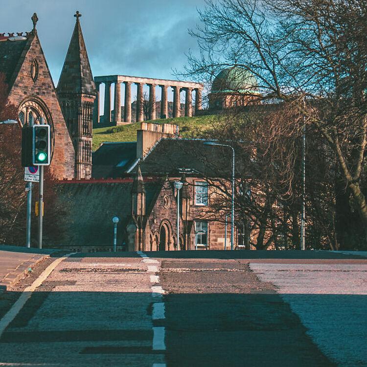Edinburgh, Scotland: Đó là khi bạn phát âm có chữ g ở cuối từ Edinburgh. Người dân địa phương sẽ phát âm chữ Burgh là burra, thành Edinburra chứ không phải Edinberg. Ảnh: Flickr
