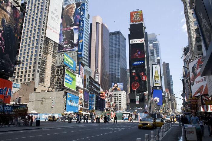 New York, Mỹ: Khách du lịch sẽ đến Quảng trường Thời đại thôi. Ảnh: Flickr