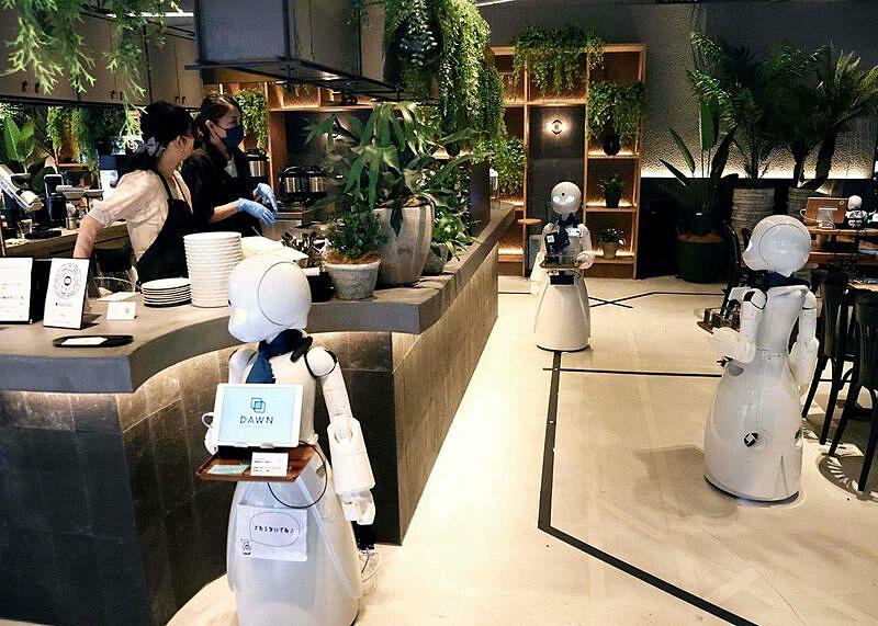 Quán Dawn khai trương tại quận trung tâm Nihonbashi vào tháng 6 và nhận nhân viên từ khắp nước Nhật thậm chí ở nước ngoài, và người làm tại điểm. Quán dự tính mở từ năm ngoái nhân dịp Tokyo đăng cai Paralympics, tuy nhiên do dịch bệnh mà thời điểm mở cửa chính thức lùi lại 24/8.