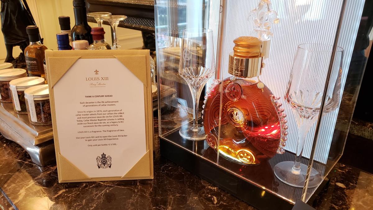 Chai rượu có giá 4.200 USD đươc bán trong khách sạn