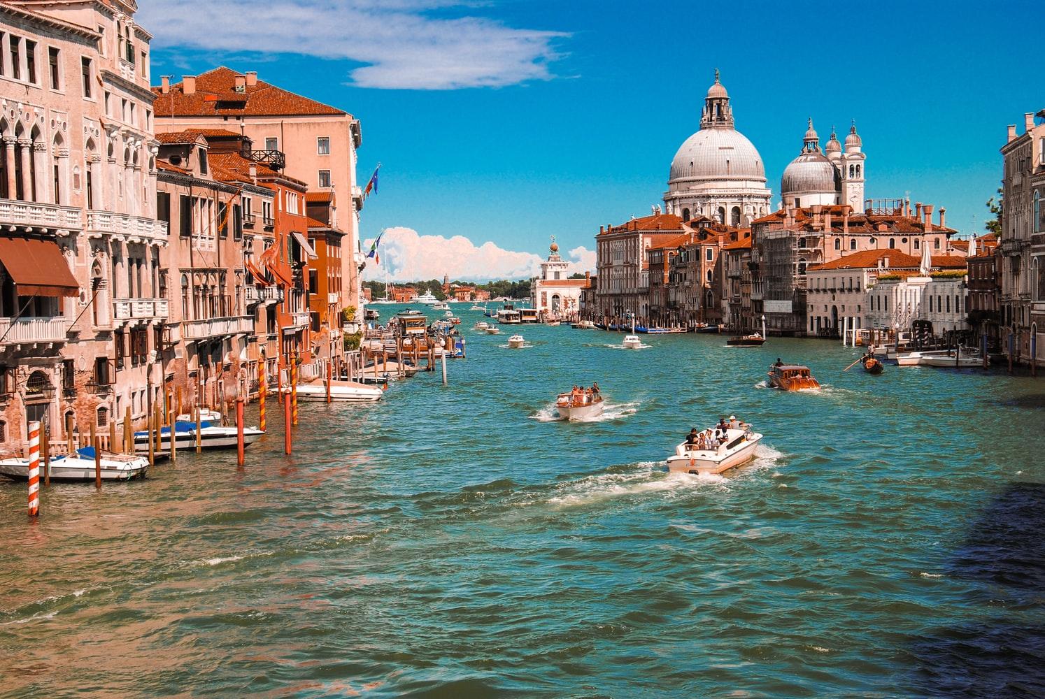 Thành phố Venice là một trong những địa điểm du lịch đông khách nhất thế giới. Ảnh: Unsplash
