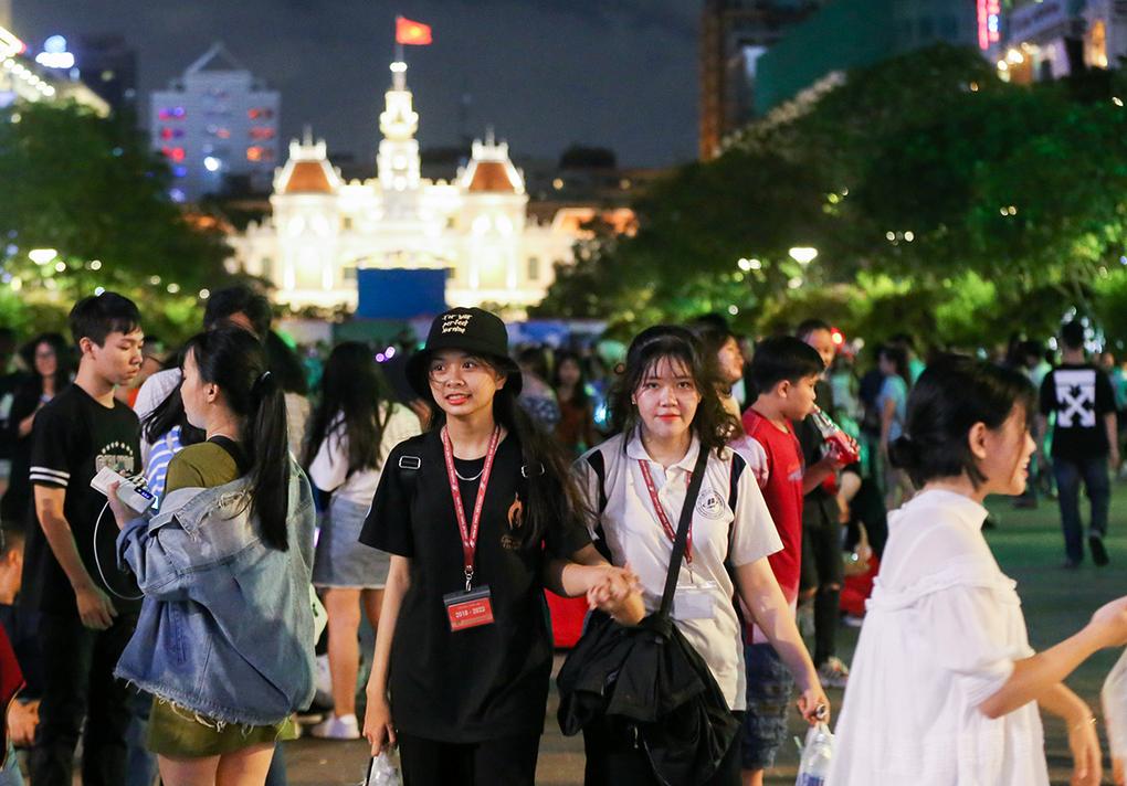 Người dân vui chơi ở phố đi bộ Nguyễn Huệ, quận 1 hồi tháng 9/2019. Ảnh: Quỳnh Trần