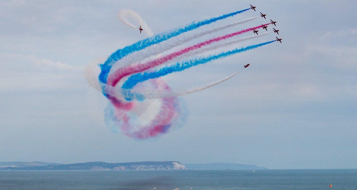 Lễ hội hàng không Bournemouth thu hút với những màn trình diễn máy bay đẹp mắt. Ảnh: Flightline UK