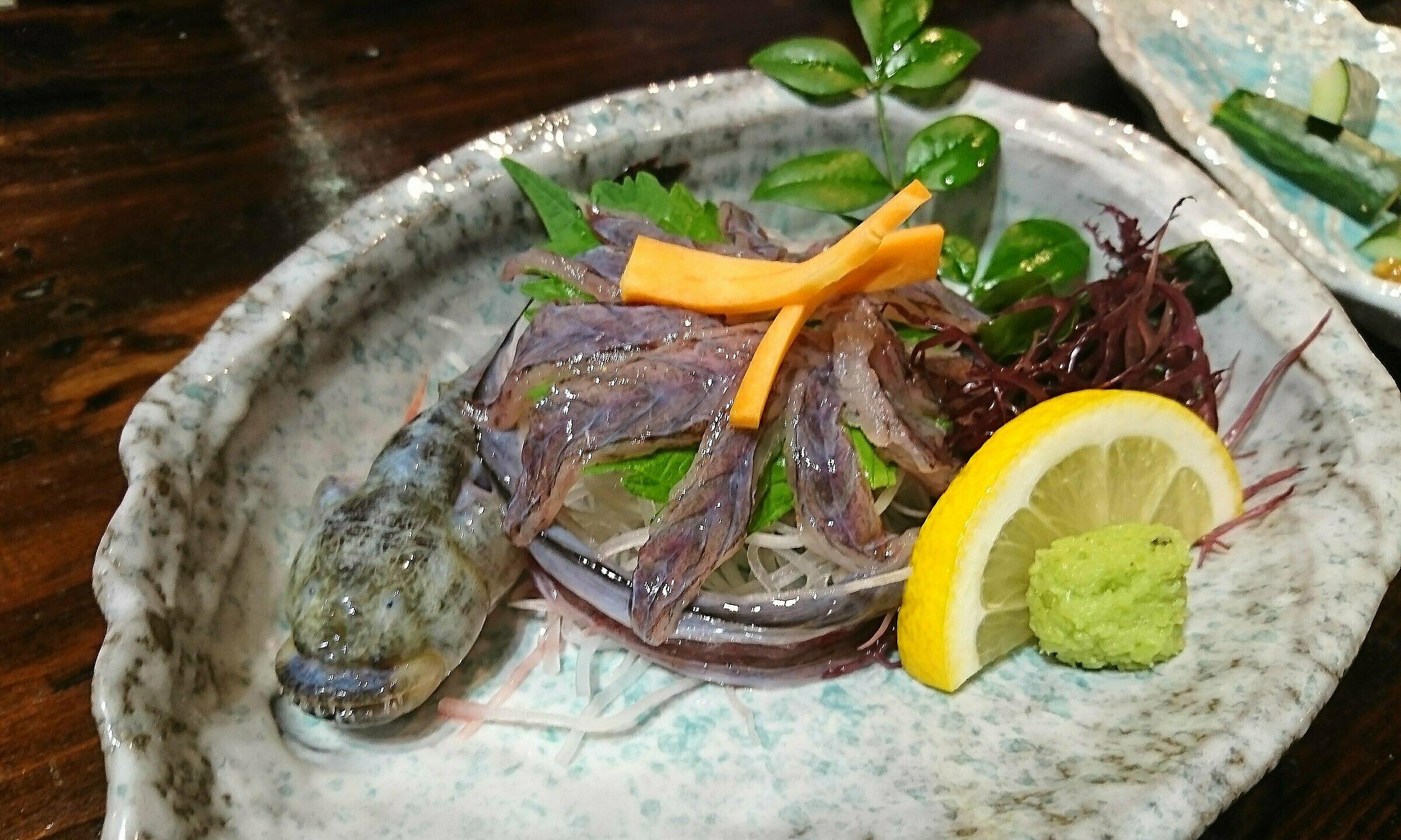 Một đĩa sashimi warasubo ở Saga có giá khoảng 6,5 USD. Ảnh: twitter/shia_nc