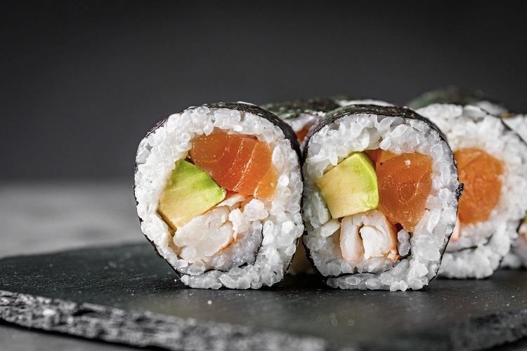 Maki Sushi có ngoại hình khá giống với kimbap. Ảnh: Fiona Uyema