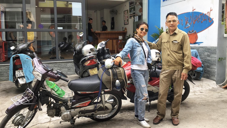 Ông Bằng và con gái gặp nhau tại TP Nha Trang. Ông điều khiển chiếc xe số Honda Dream của một người bạn từ TP HCM, còn Trang đi xe Air Blade từ Hà Nội.