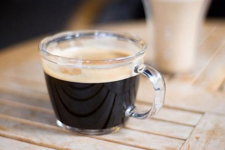 Tỉ lệ pha cà phê Lungo thường là 1:3 hoặc 1:4. Ảnh: Pinterest