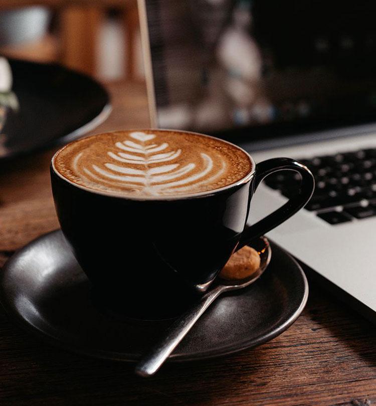 Cappuccino là thức uống cà phê mang tính biểu tượng thứ hai của Italy, sau espresso, theo Roman Guy. Ảnh: Pinterest
