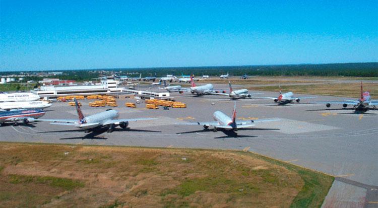 38 máy bay hạ cánh xuống sân bay Gander vào ngày 11/9/2001. Ảnh: Gander Airport Historical Society