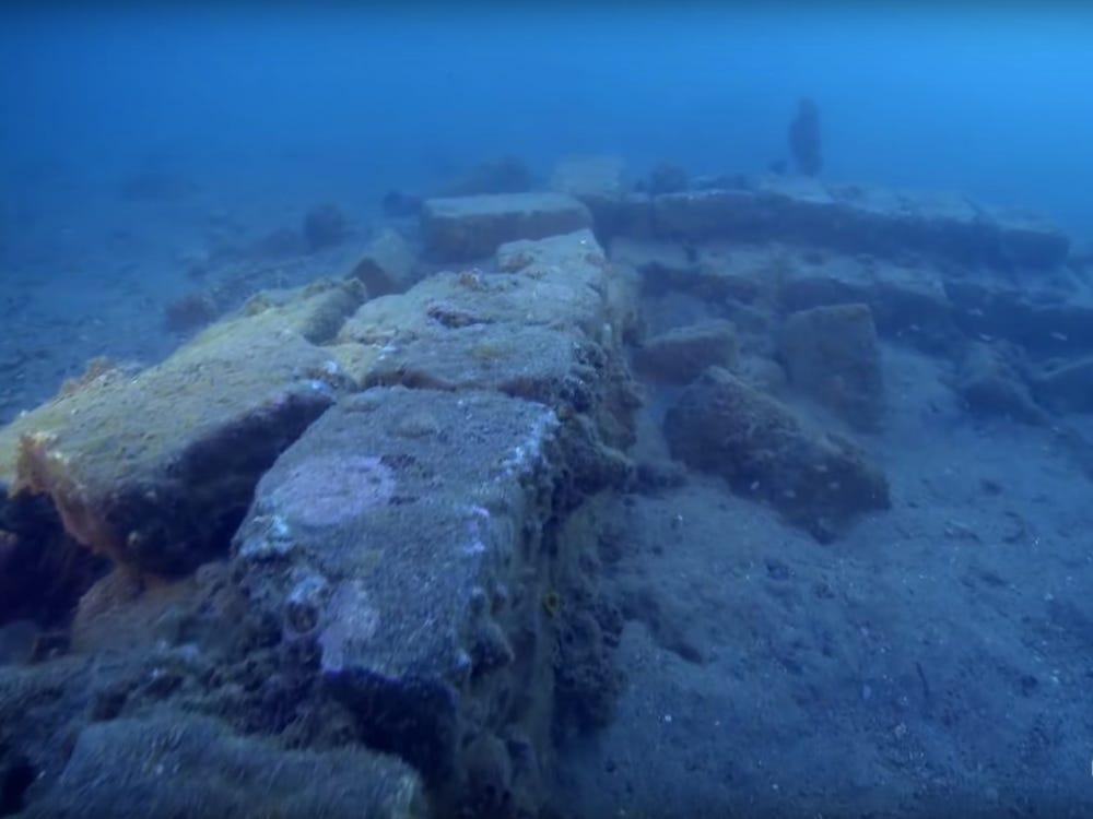 Tàn tích của một quán rượu ở Port Royal dưới mực nước biển. Ảnh: NatGeo