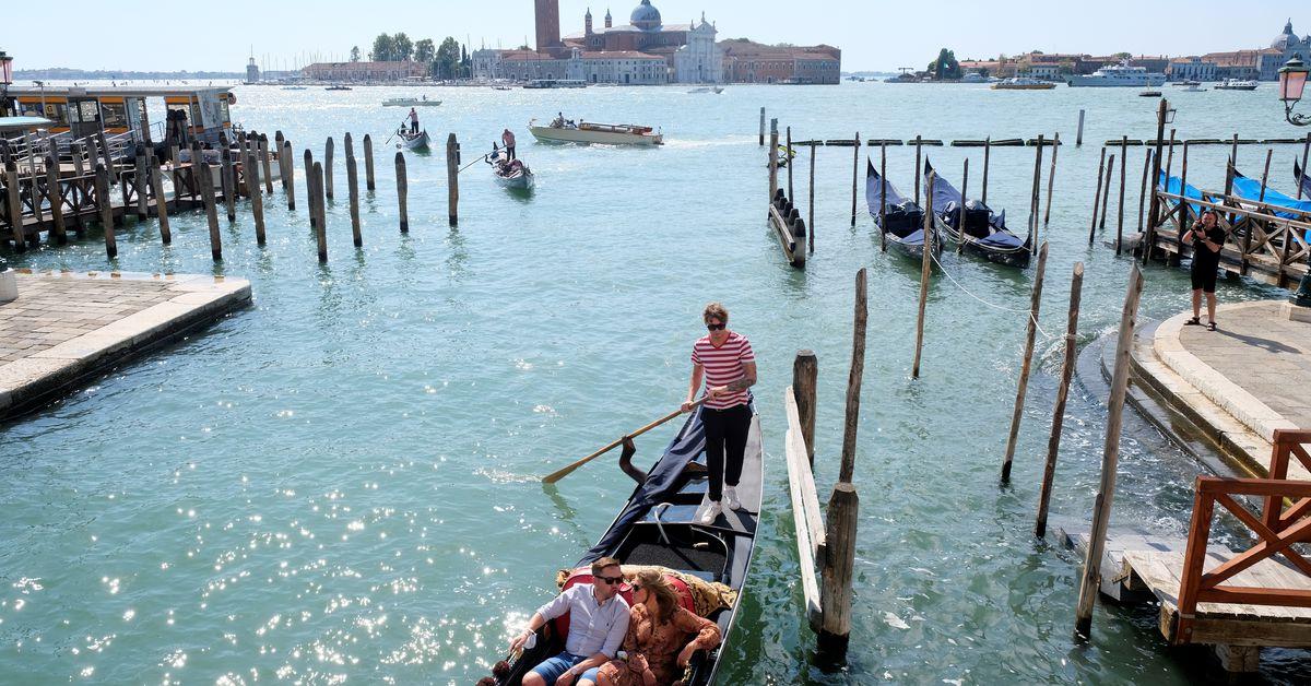 Du khách đến Venice từ hè năm sau sẽ phải trả phí 3-10 euro và bị theo dõi bởi camera an ninh. Ảnh: Reuters