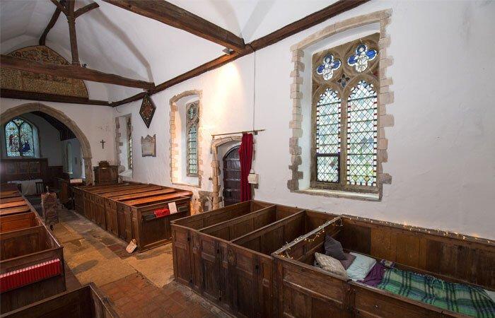 Khôgn gian nhà thờ được sửa lại thành phòng khách sạn đầy đủ tiện nghi. Ảnh: The Church Conservation Trust