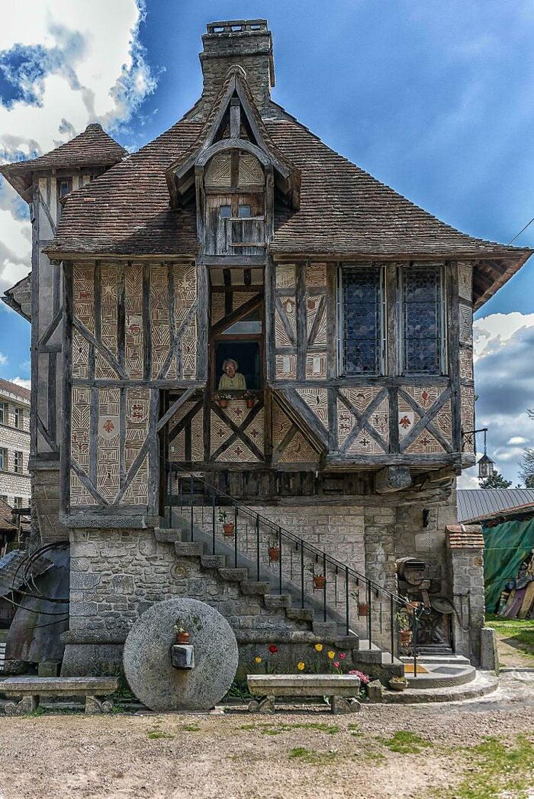 Trên ảnh là một ngôi nhà có từ thời trung cổ