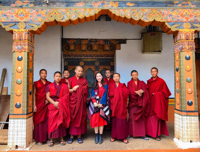 Những thầy tu hiền hậu ở Pháo đài Punakha dzong hay còn gọi là Cung điện hạnh phúc.