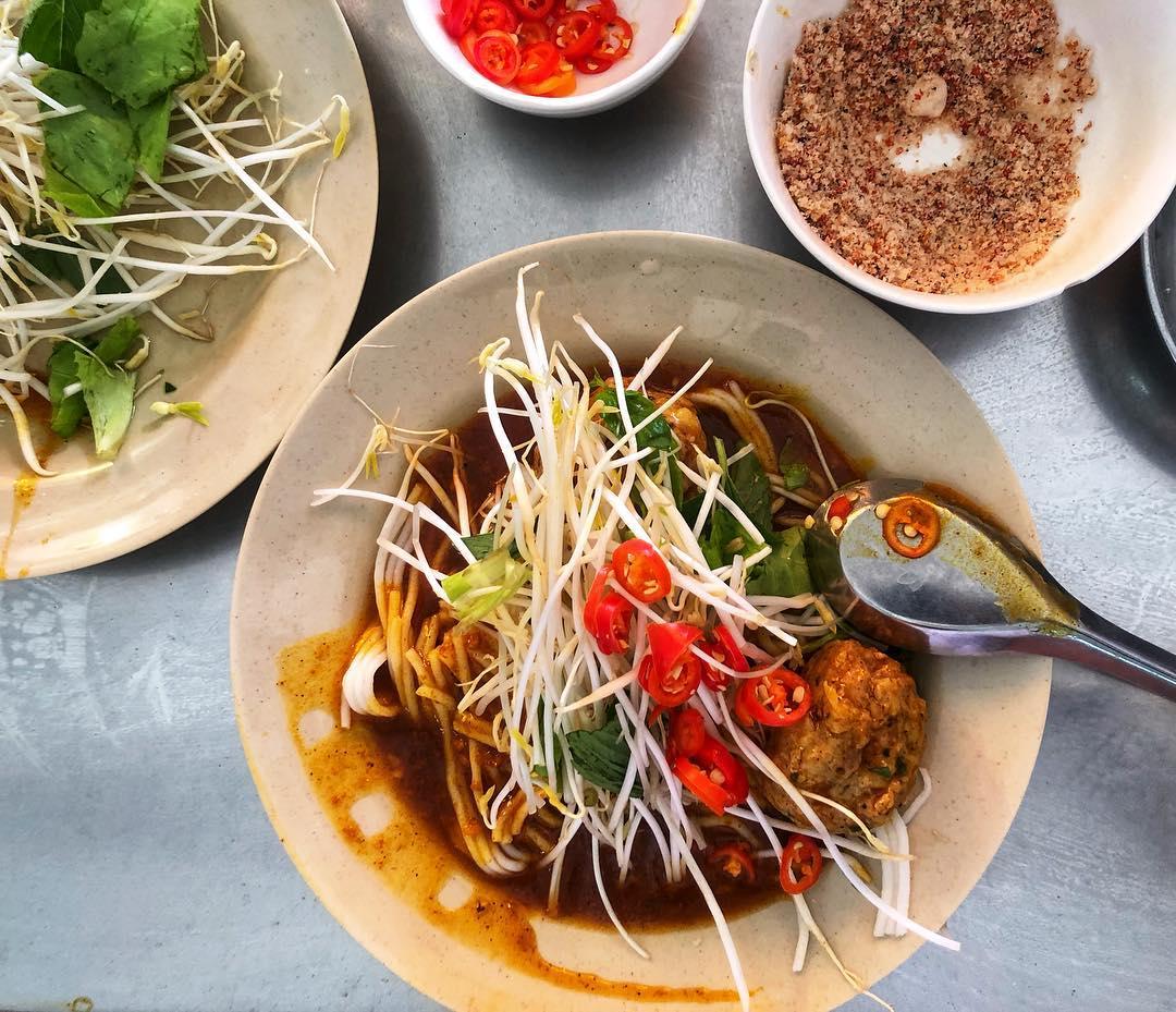 Bánh tằm gà cay nổi tiếng ở Cà Mau. Ảnh: @si.nguyen_/Instagram