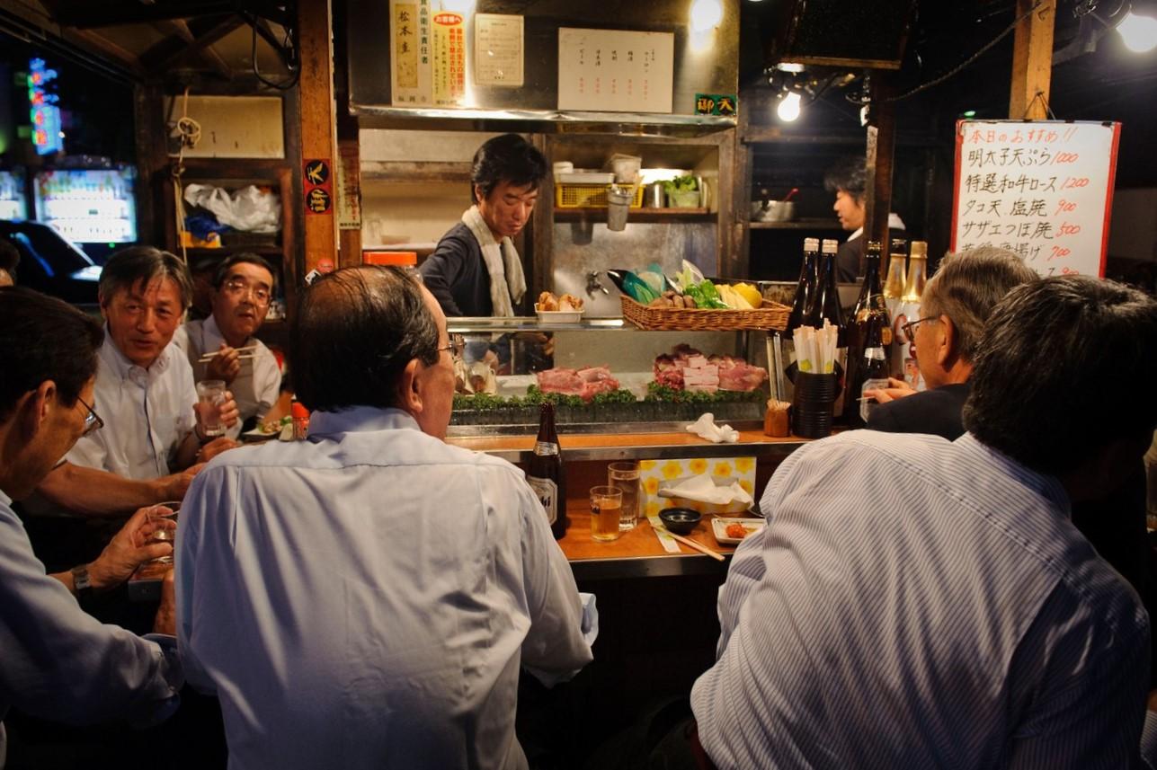 Là một nét văn hóa ẩm thực đường phố lâu đời ở Nhật, yatai hiện nay vẫn còn thu hút cả người dân và du khách. Ảnh: Alamy