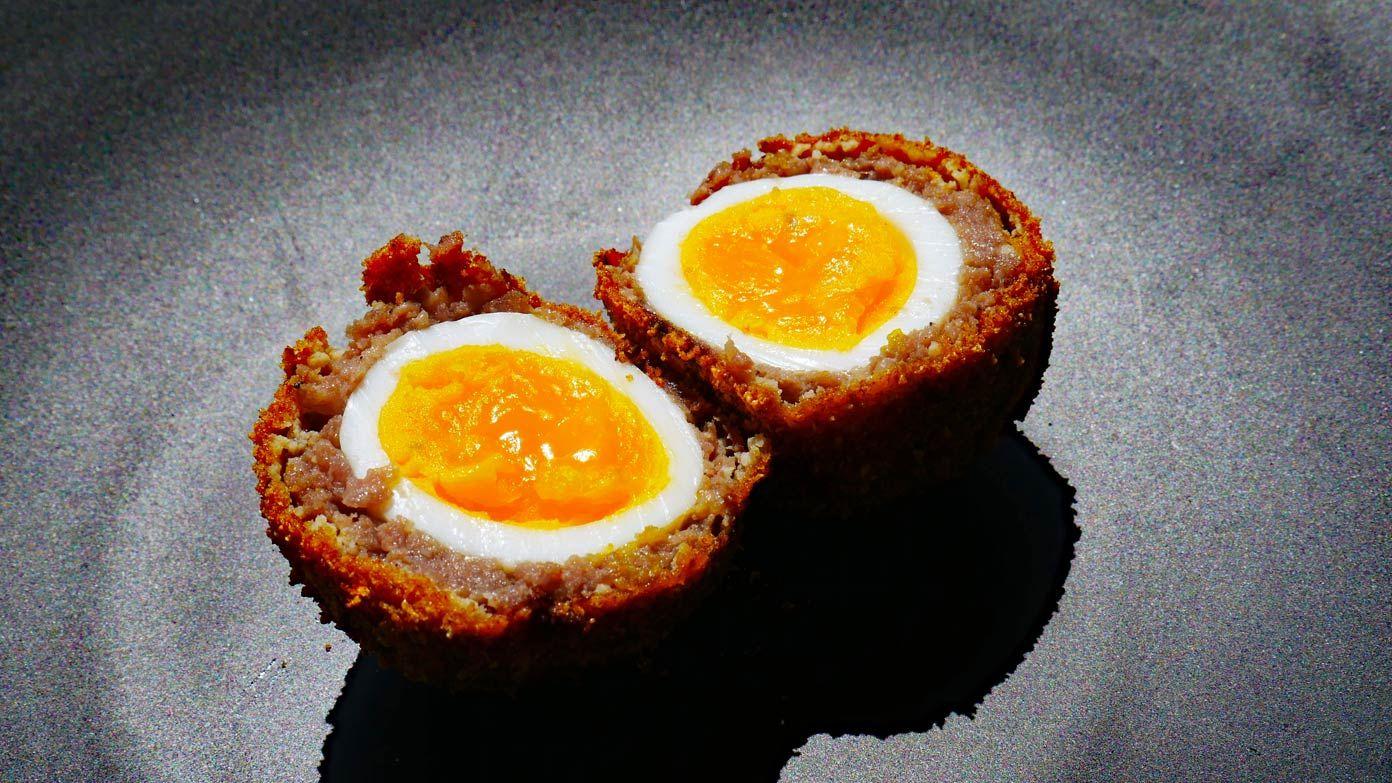 Các chuyên gia ẩm thực của Bright Side đã nghiên cứu các tài liệu và giới thiệu về các món ăn du khách nhất định nên thử một lần trong đời, cũng như địa điểm nổi tiếng ngon mà bạn có thể ghé thăm.Trứng Scotch