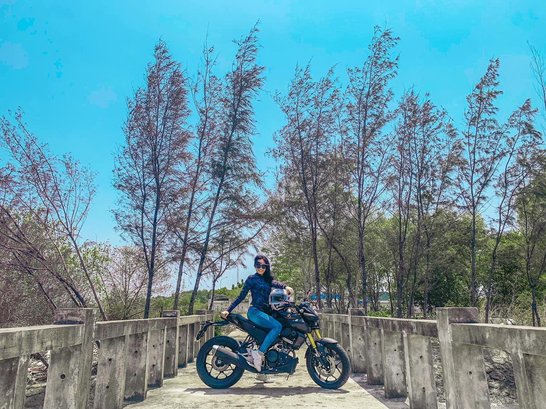 Linh trên một đoạn đường ở huyện Cần Giờ.