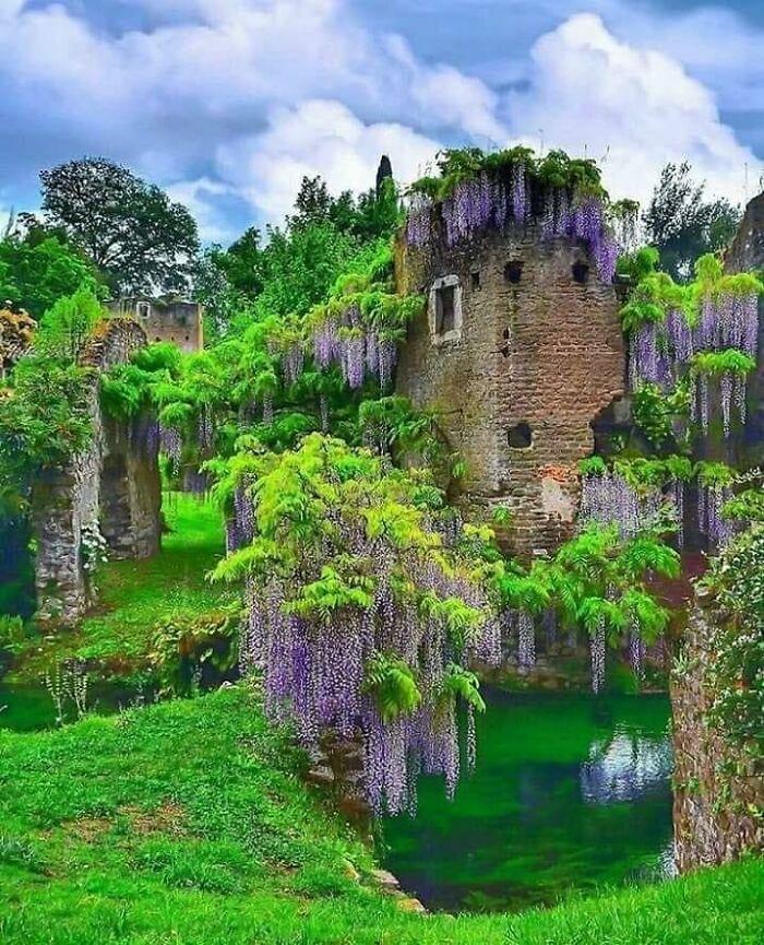 Ninfa là một khu vườn nghệ thuật nằm ở khu vực Cisterna Di Latina, tỉnh Latina, miền trung Italy. Khu vườn bao gồm những tàn tích xưa cũ với một ngôi đền dành riêng cho các tiên nữ, nằm trên một hòn đảo trên hồ nhỏ.