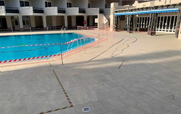 Khách sạn 4 sao mà Sue hy vọng sẽ có những ngày nghỉ dưỡng vui vẻ thực tế đã bị bỏ hoang hơn 1 năm. Ảnh: Sue Connor