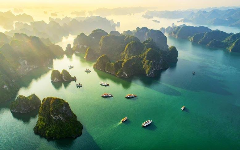 Vịnh Hạ Long nhìn từ trên cao. Ảnh: Sun Group