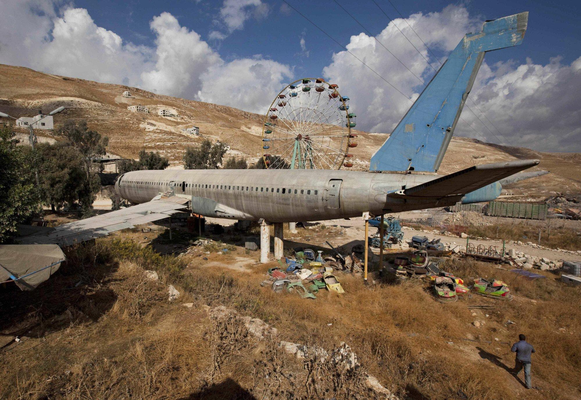Chiếc Boeing 707cũ kỹ đang nằm chờ cải tạo vào năm 2009. Ảnh: AP