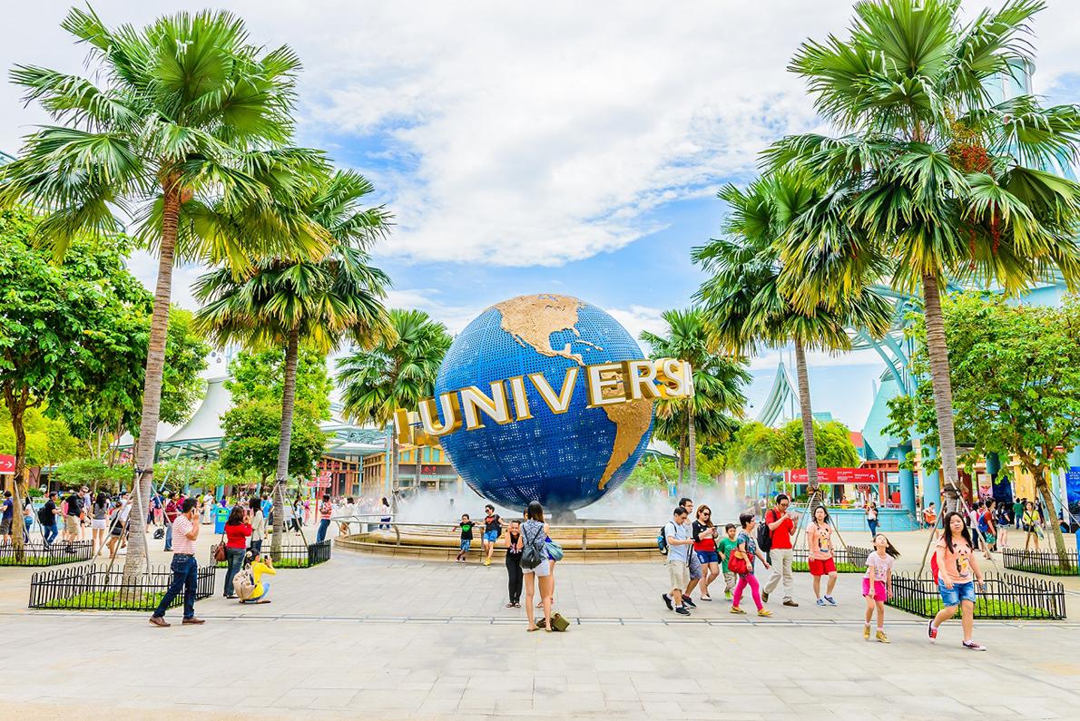 Trong năm 2019, Resorts World Sentosa đạt doanh thu 2,5 tỷ USD và công viên chủ đề Universal Studios thu hút đến hơn 18.000 khách/ngày. Ảnh: Shutterstock