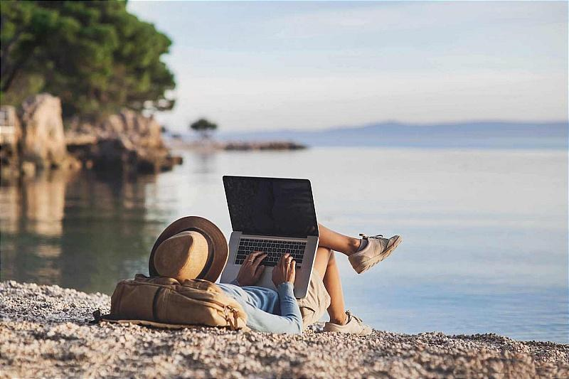 [Làm việc từ xa cũng là cơ hội để bạn có thể đi du lịch và vẫn kiếm được tiền. Ảnh: