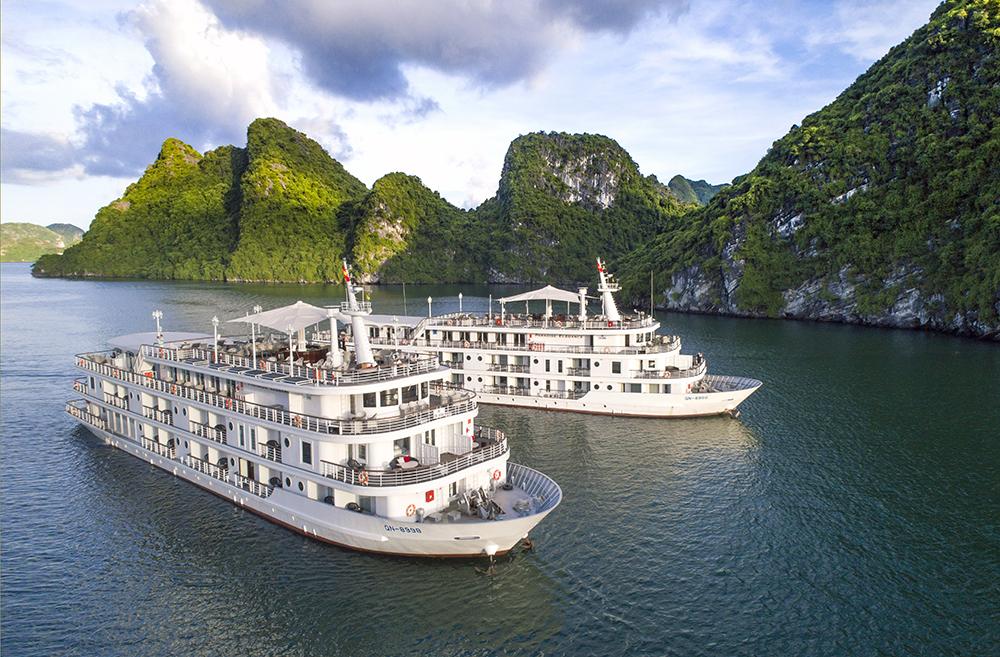 Du thuyền Paradise Elegance mang đến du khách hải trình đi sâu khám phá vịnh Hạ Long trọn vẹn nhất.