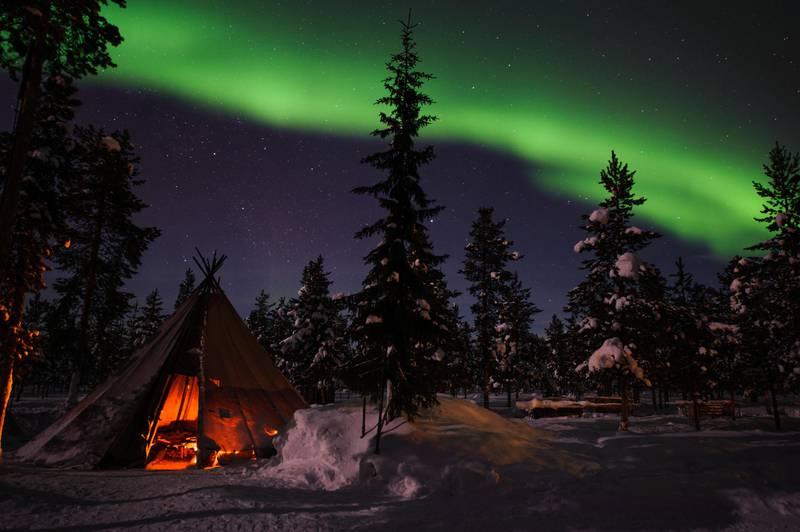 Bắc Cực quang - màn trình diễn ánh sáng thường xuất hiện vào mùa đông ở miền bắc đất nước. Ảnh: Lola Akinmade Åkerström/Imagebank