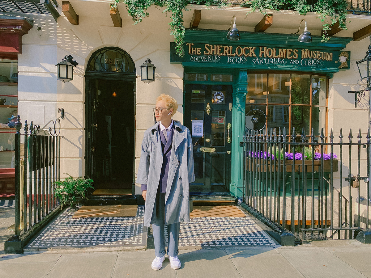 Tú check-in tại bảo tàng Sherlock Holmes tại London. Anh bất ngờ khi đây là một địa điểm có thật khi trước giờ nghĩ chỉ xuất hiện trong tiểu thuyết. Ảnh: Chí Tú