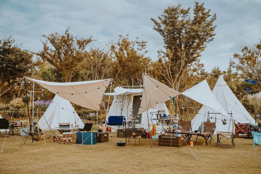 Một khu trại xa xỉ đủ đồ trang trí phục vụ nhu cầu nghỉ dưỡng và sống ảo. Ảnh: Chinadaily