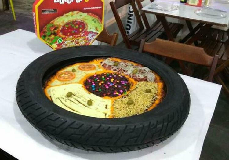 Bạn có hứng thú với cách sáng tạo này không: đặt một chiếc pizza 4 vị vào trong một chiếc lốp xe? Tôi cam đoan rằng mùi cao su của lốp xe sẽ át cả mùi thơm từ phô mai, một người trả lời.