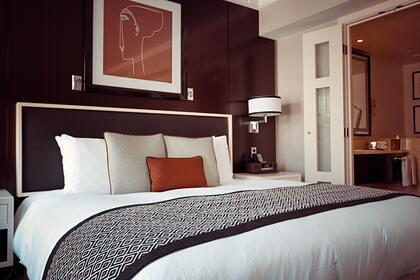 Ruột gối êm ái tại khách sạn là thứ mà nhiều khách muốn đem về nhà. Ảnh: Pixabay