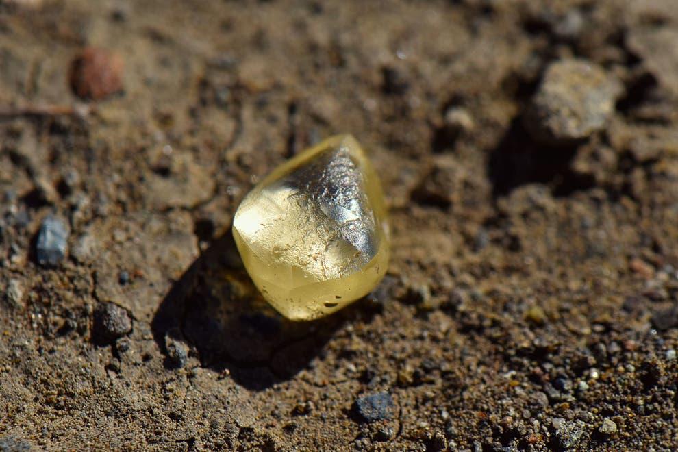 Du khách trúng lớn khi nhặt được kim cương ở mỏ