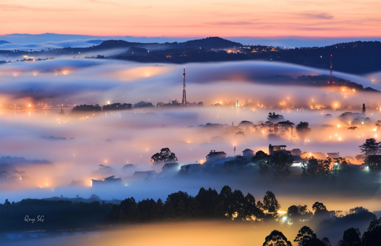 Đà Lạt vẫn thu hút du khách bởi tiết trời mát mẻ, khung cảnh sương phủ trên những đồi thông. Ảnh: Quý Sài Gòn