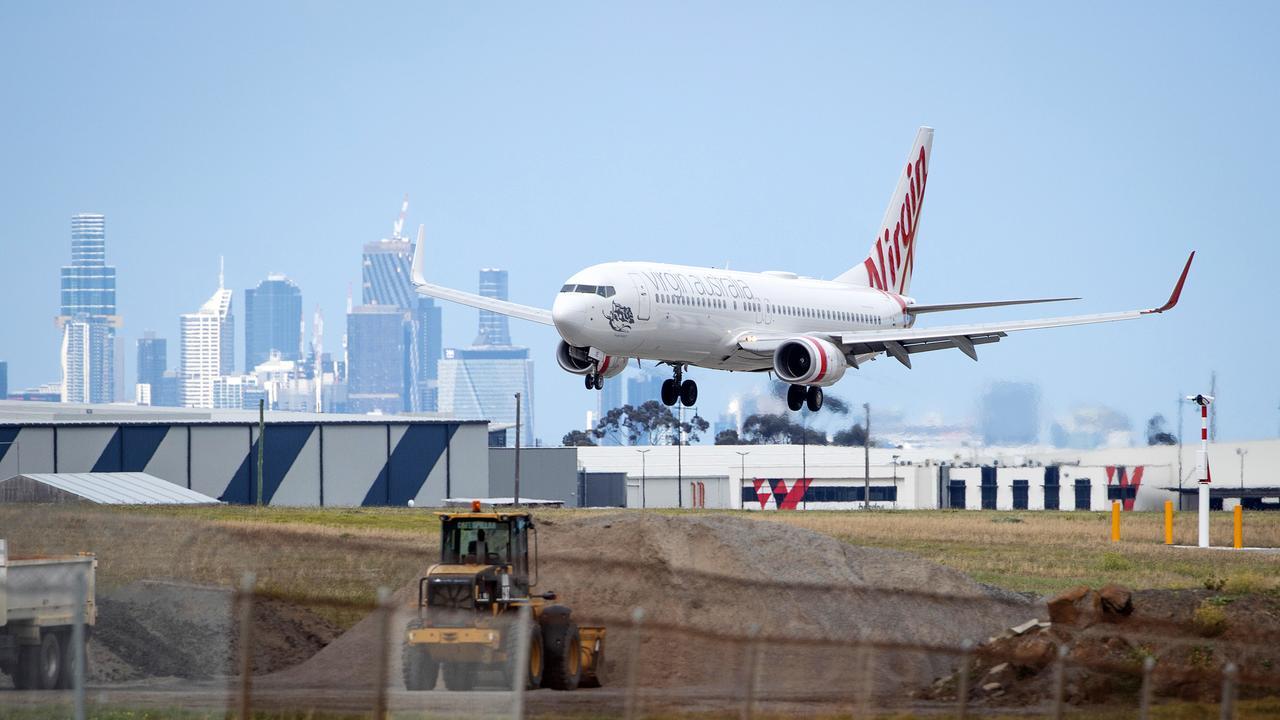 Nhiều hãng bay, tiếp viên chỉ được trả lương tính từ lúc máy bay bay lên bầu trời. Ảnh: Mark Stewart/News