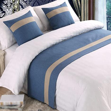 Miguel khuyến cáo mọi người không nên ngồi lên những gấm phủ trang trí giường trong các khách sạn. Ảnh: Amazon