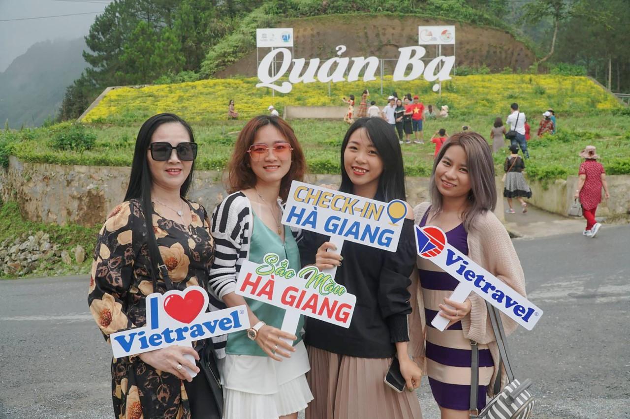 Du khách tham quan Hà Giang vào tháng 4/2021 (Ảnh Vietravel)