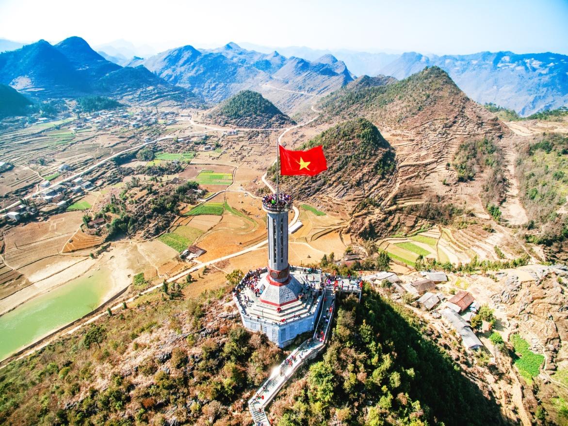 Cột cờ Lũng Cú - biểu tượng của Hà Giang. Ảnh: shutter stock