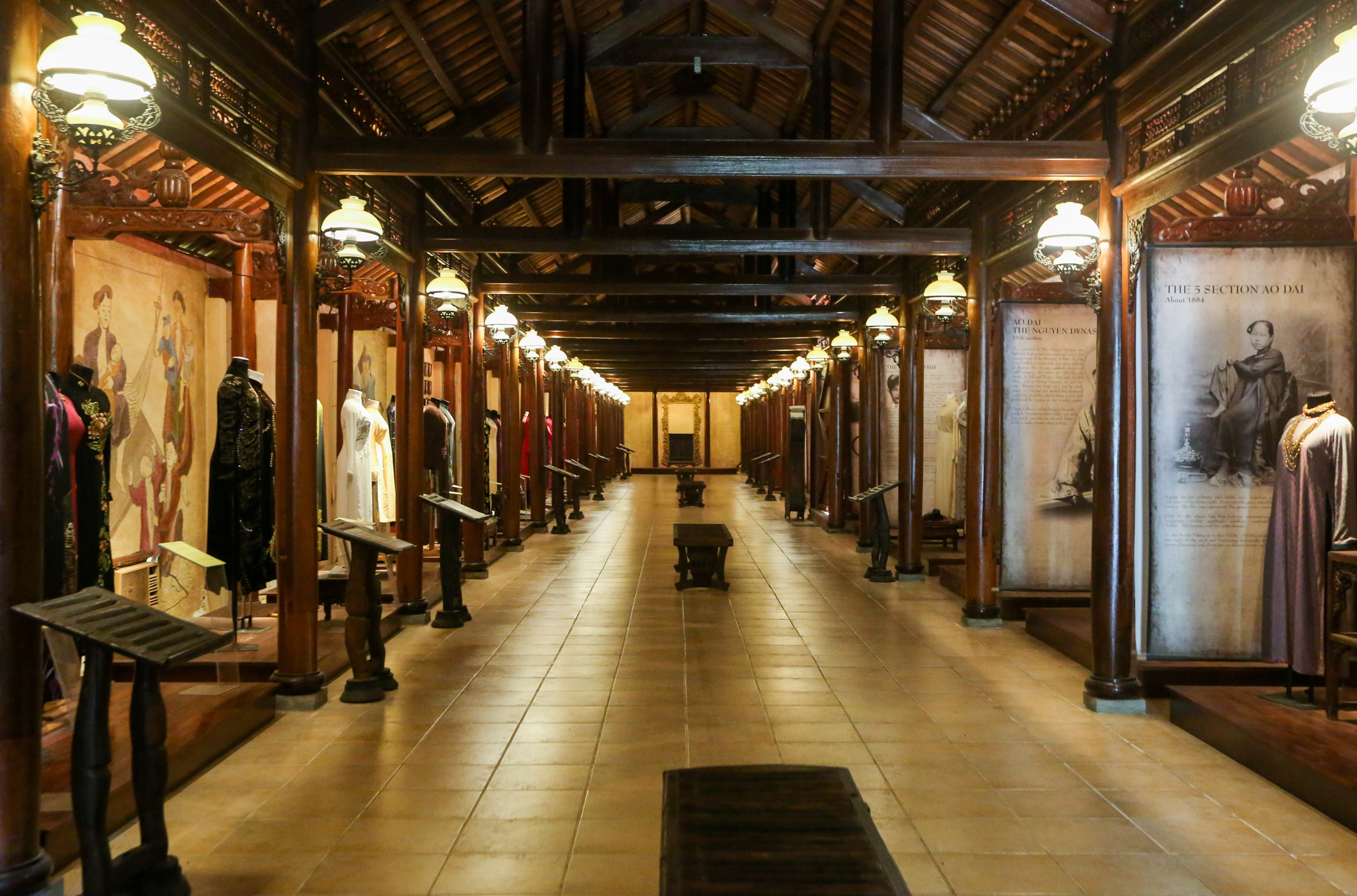 Bên trong Bảo tàng Áo dài tại TP Thủ Đức. Ảnh: Quỳnh Trần